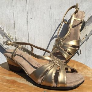 NIB vintage gold hushpuppies wedges